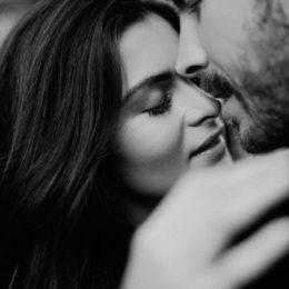 Muž a žena v objetí