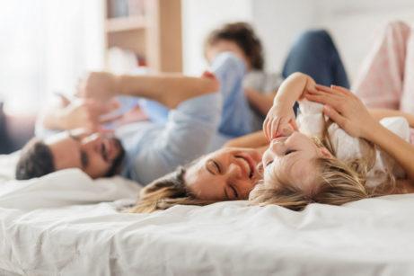 spokojená rodina s dětmi