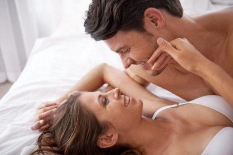 zamilovaný pár v posteli